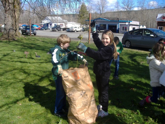 students putting ivy into yard waste bags
